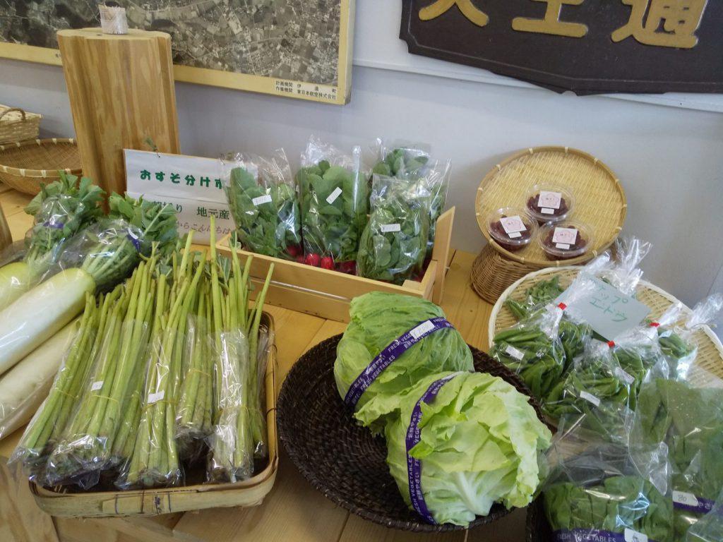 野菜が売られている